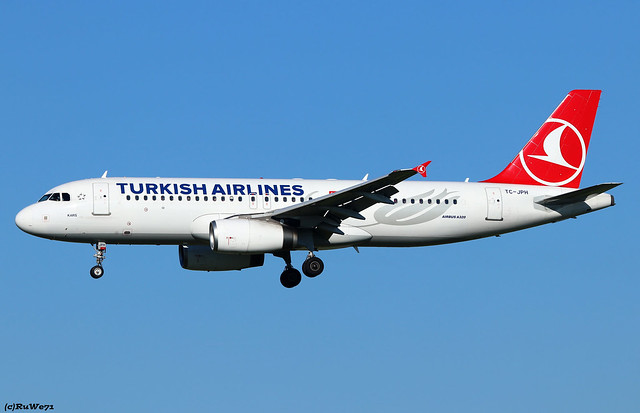 Turkish Airlines Airbus A320-232 TC-JPH
