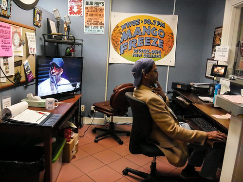 Volunteer Murv Granders works the front desk - March 12, 2020. Photo by Katherine Johnson.