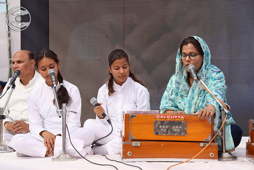 Devotional song by AmarpaliSoni and Sathi, Ludhiana