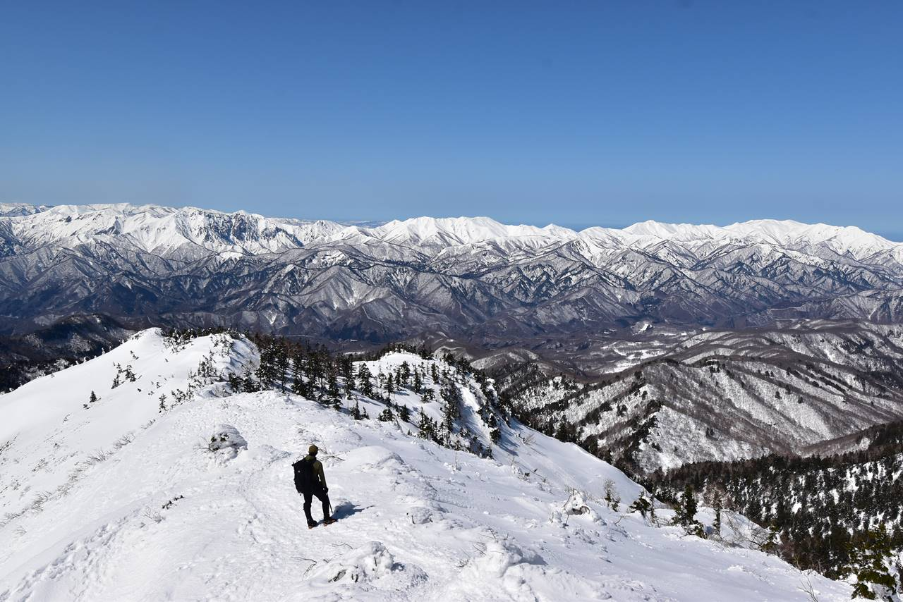 武尊山山頂から眺める谷川岳