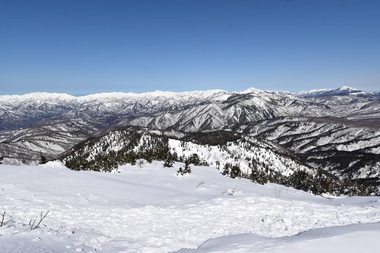 武尊山頂からの雪景色