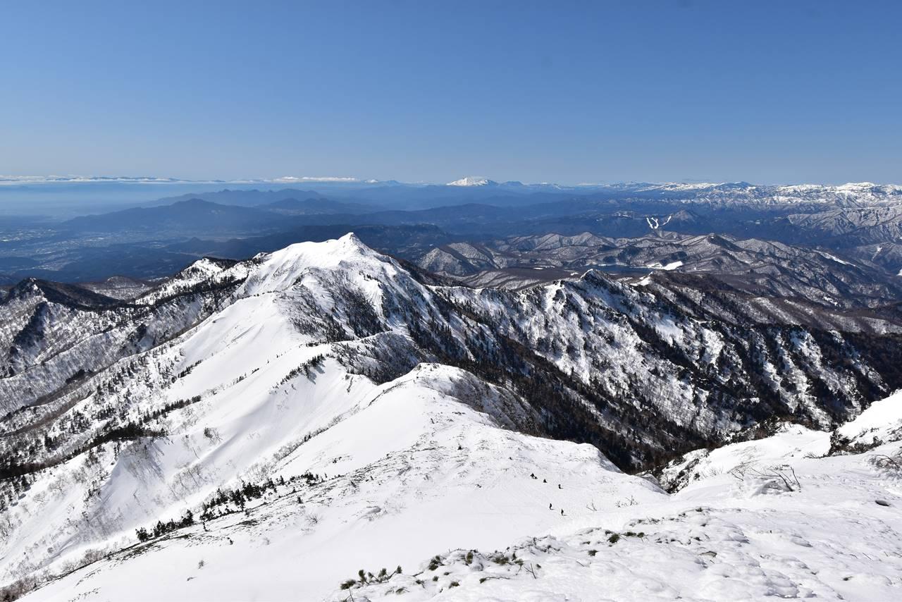 武尊山山頂から眺める剣ヶ峰