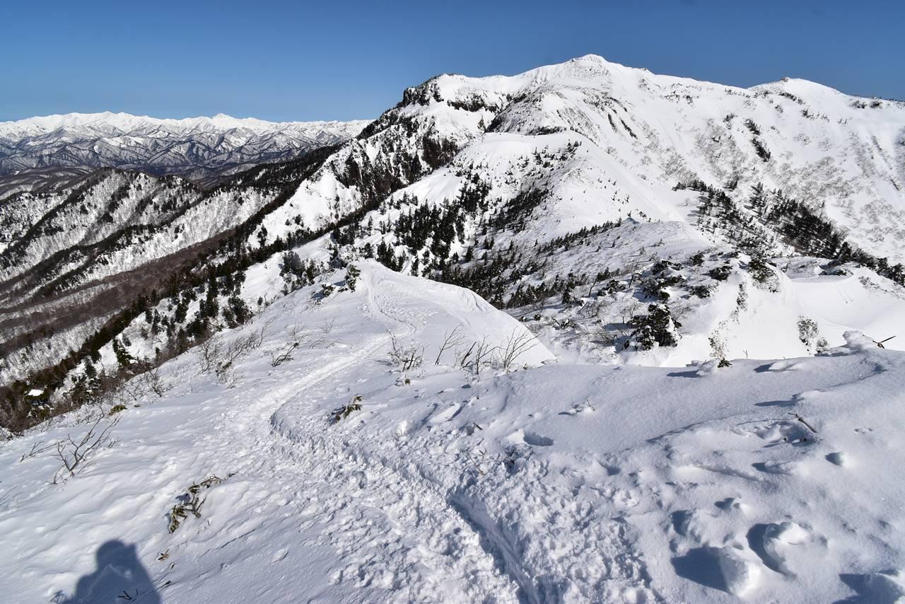 剣ヶ峰から武尊山へ 雪の稜線