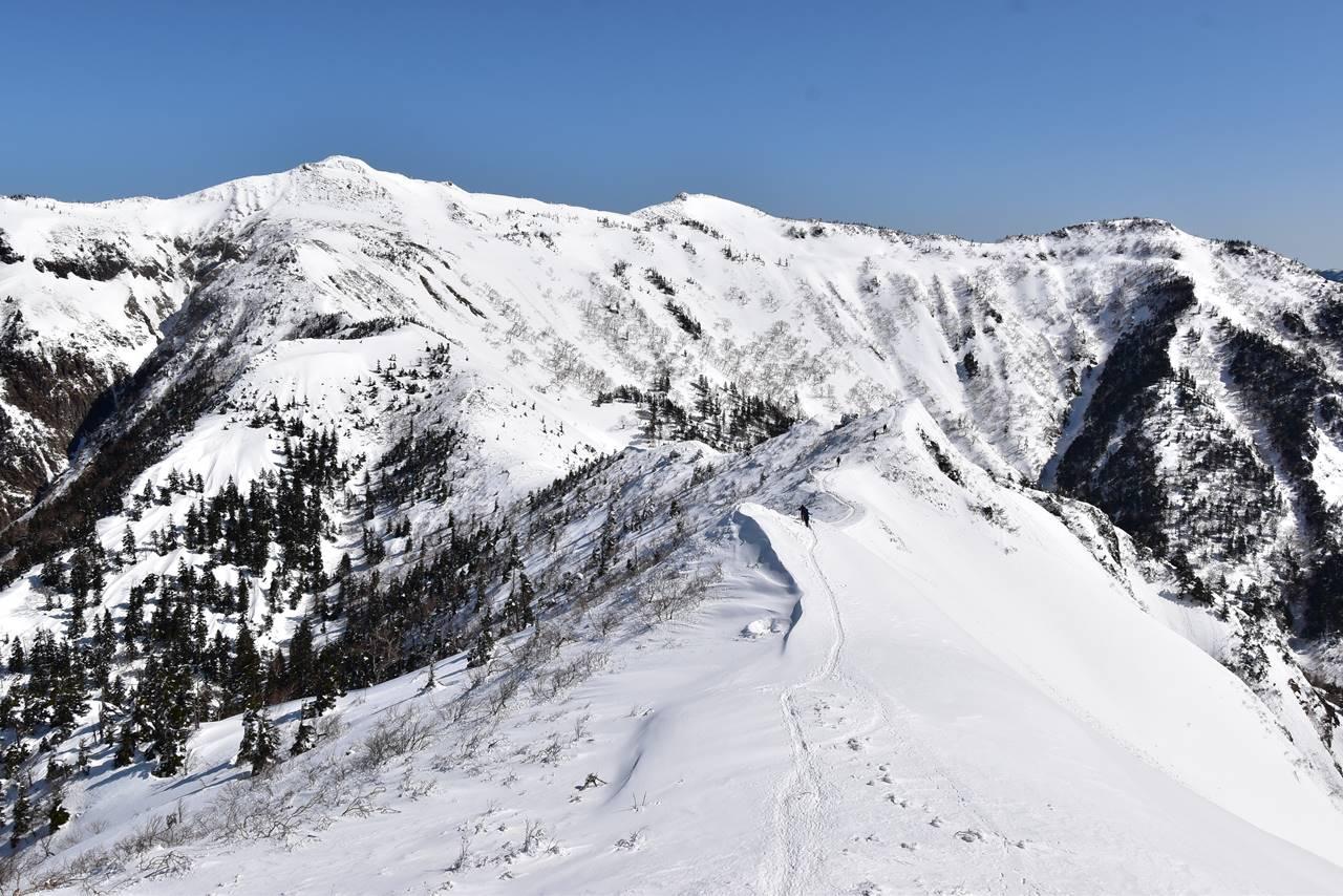 剣ヶ峰から武尊山の稜線 雪山登山