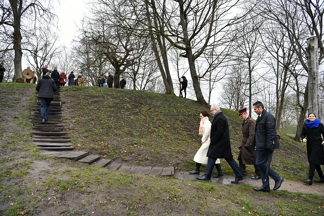 13.03.2020. Valsts prezidents Egils Levits ar dzīvesbiedri Andru Leviti iepazinās ar UNESCO Pasaules mantojuma sarakstam nominēto Grobiņas arheoloģisko ansambli un tikās ar Grobiņas iedzīvotājiem