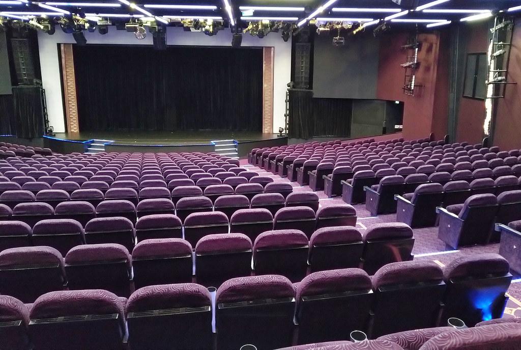 Norwegian_Breakaway_NCL_teatteri