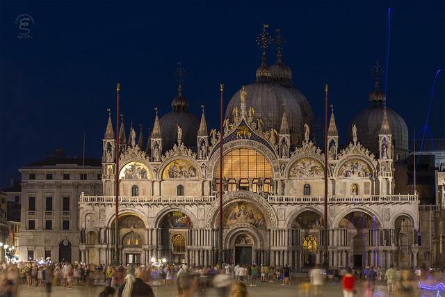 La Basilica di notte
