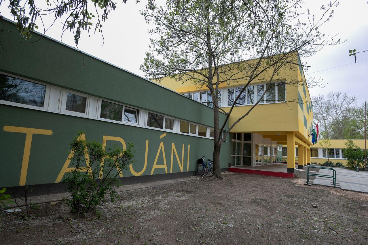 Hétfőtől bezárhatnak a magyar iskolák is