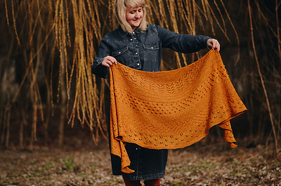 Justyna Lorkowska's Heart Warmer Shawl is her big sister design for the Heart Warmer Cowl