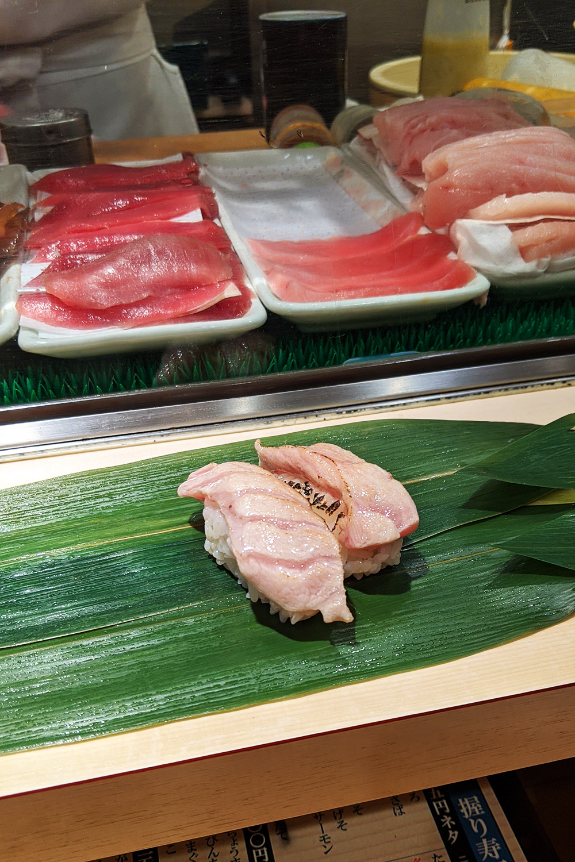 39japan-tokyo-standingsushibar-travel-food