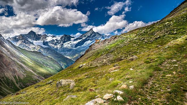Unterwegs in den Schweizer Alpen: Aufstieg zur Täschhütte