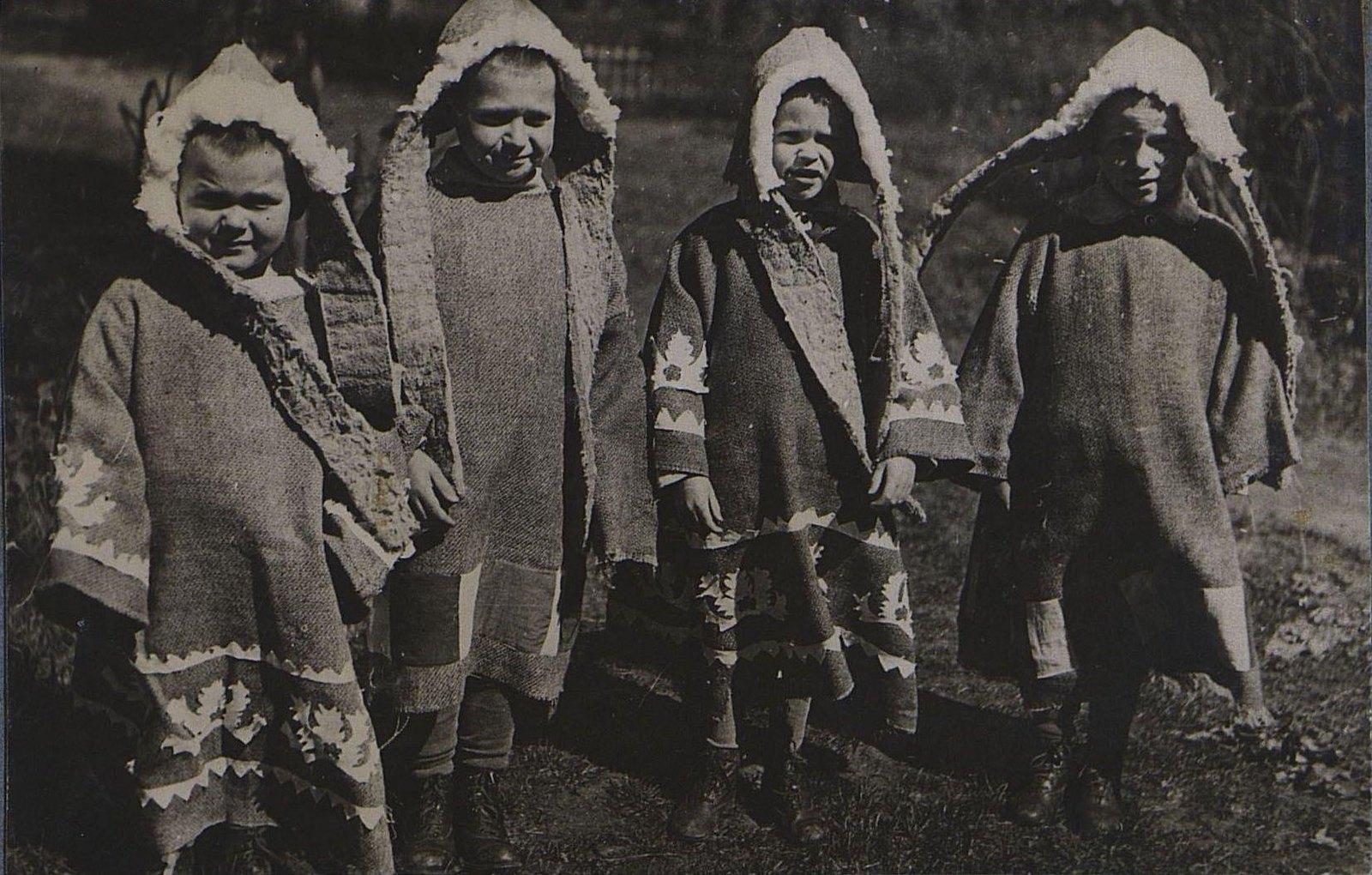 05. Дети в костюмах эскимосов