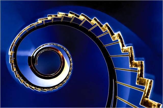 Royal Circle Blu