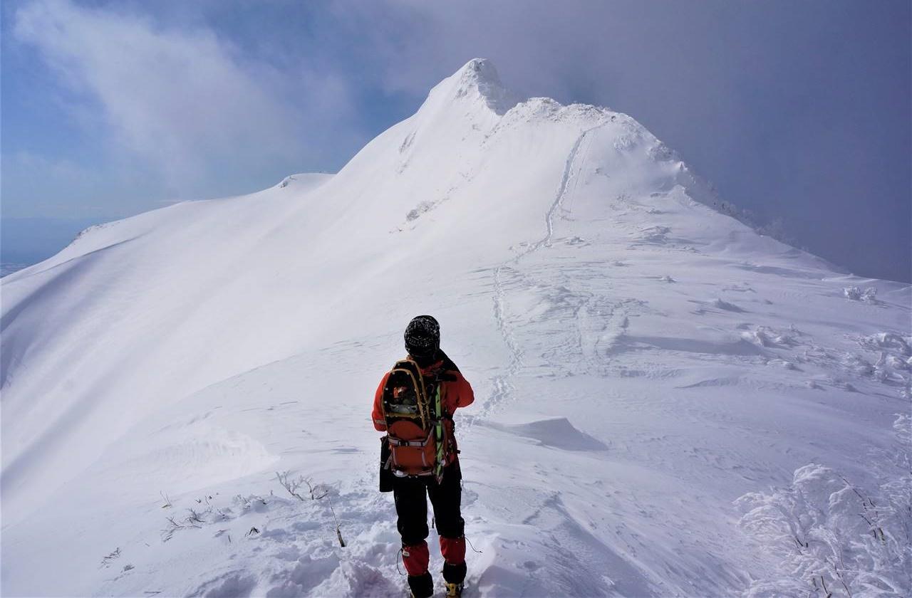 冬の上州武尊山・剣ヶ峰を望む