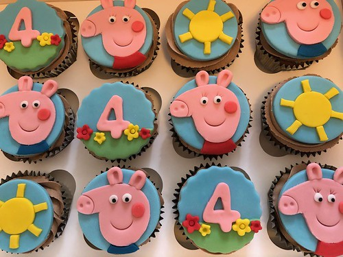 Super 4Th Birthday Peppa Pig Cupcakes Beautiful Birthday Cakes Personalised Birthday Cards Bromeletsinfo