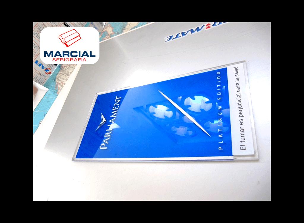 """Impresión en serigrafía sobre Acrílico de la marca de cigarrillos """"Parliament"""" impreso a 3 colores por Marcial Serigrafia"""