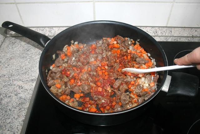 15 - Tomatenmark & Thymian andünsten / Braise tomato puree & thyme