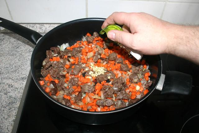 11 - Knoblauch einstreuen / Add garlic