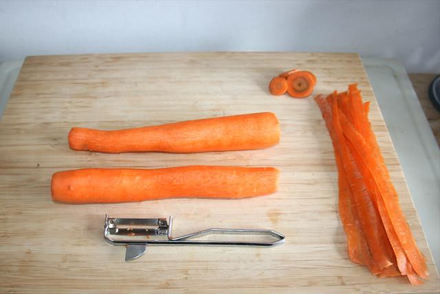 02 - Möhren schälen / Peel carrots