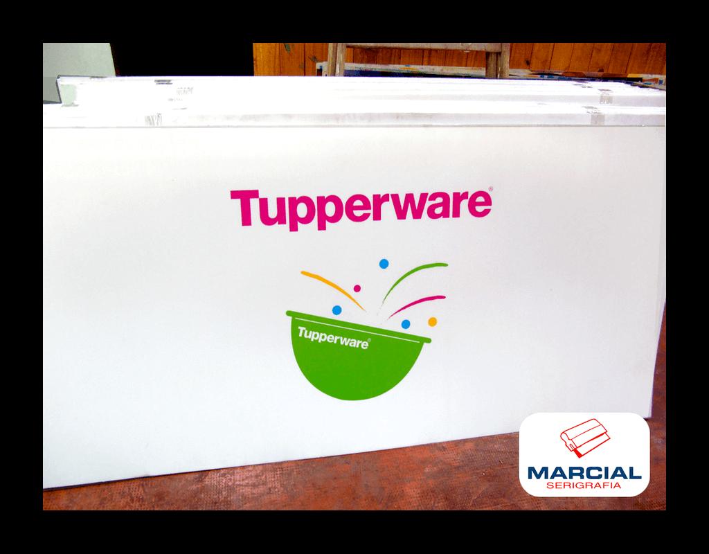 """Serigrafía sobre Corrugado Plástico a 4 colores de la marca """"Tupperware"""". Impreso por Marcial Serigrafia."""