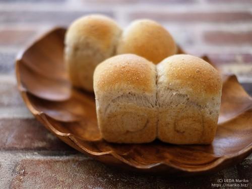 自家製酵母全粒粉ミニ食パン 20200312-DSCT3619 (2)