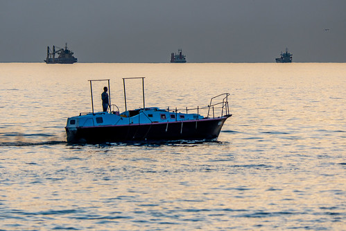 boat ships schiffe lastmanstanding sunset yacht motorboat motorboot sea meer reflection reflexion abend evening water relay chill chillen calm calmsea horizont horizon abendstimmung