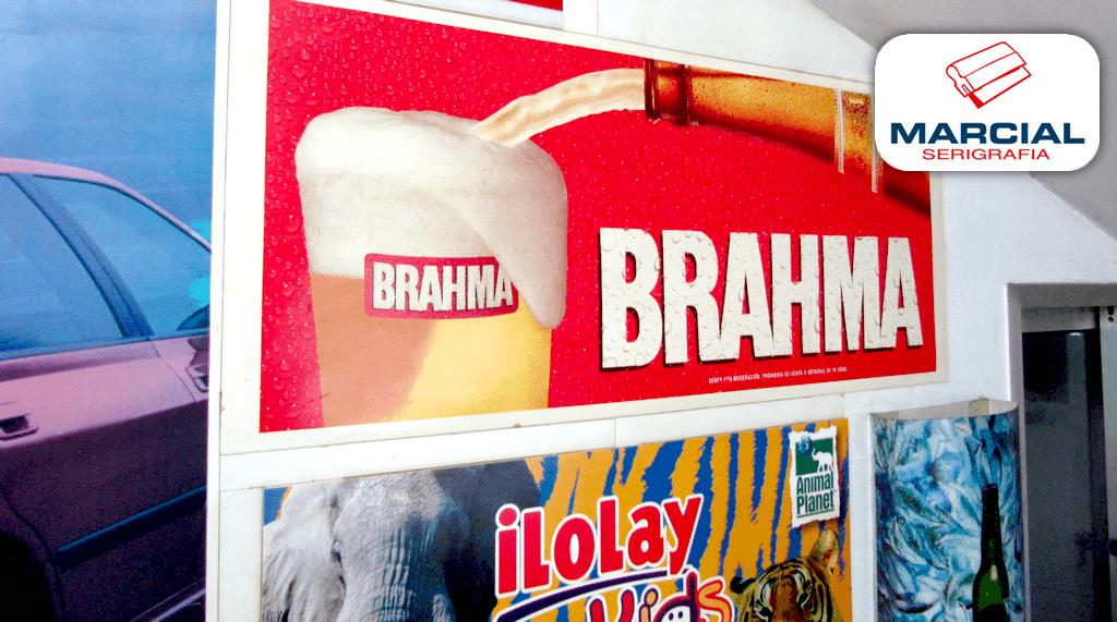"""Cartel impreso en serigrafía a 4 colores CMYK (cuatricromìa) de la cerveza """"Brahma"""" impreso por Marcial Serigrafia."""