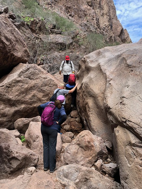 Nevada - Gold Stike - squeeze between rocks