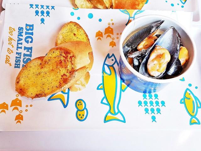 Garlic Toast & Mussels Set