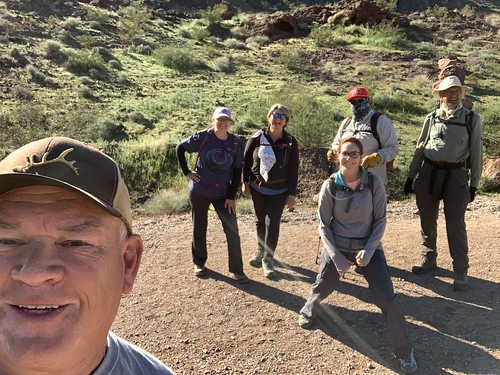 Nevada - the hiking group on Gold Strike Hot Springs
