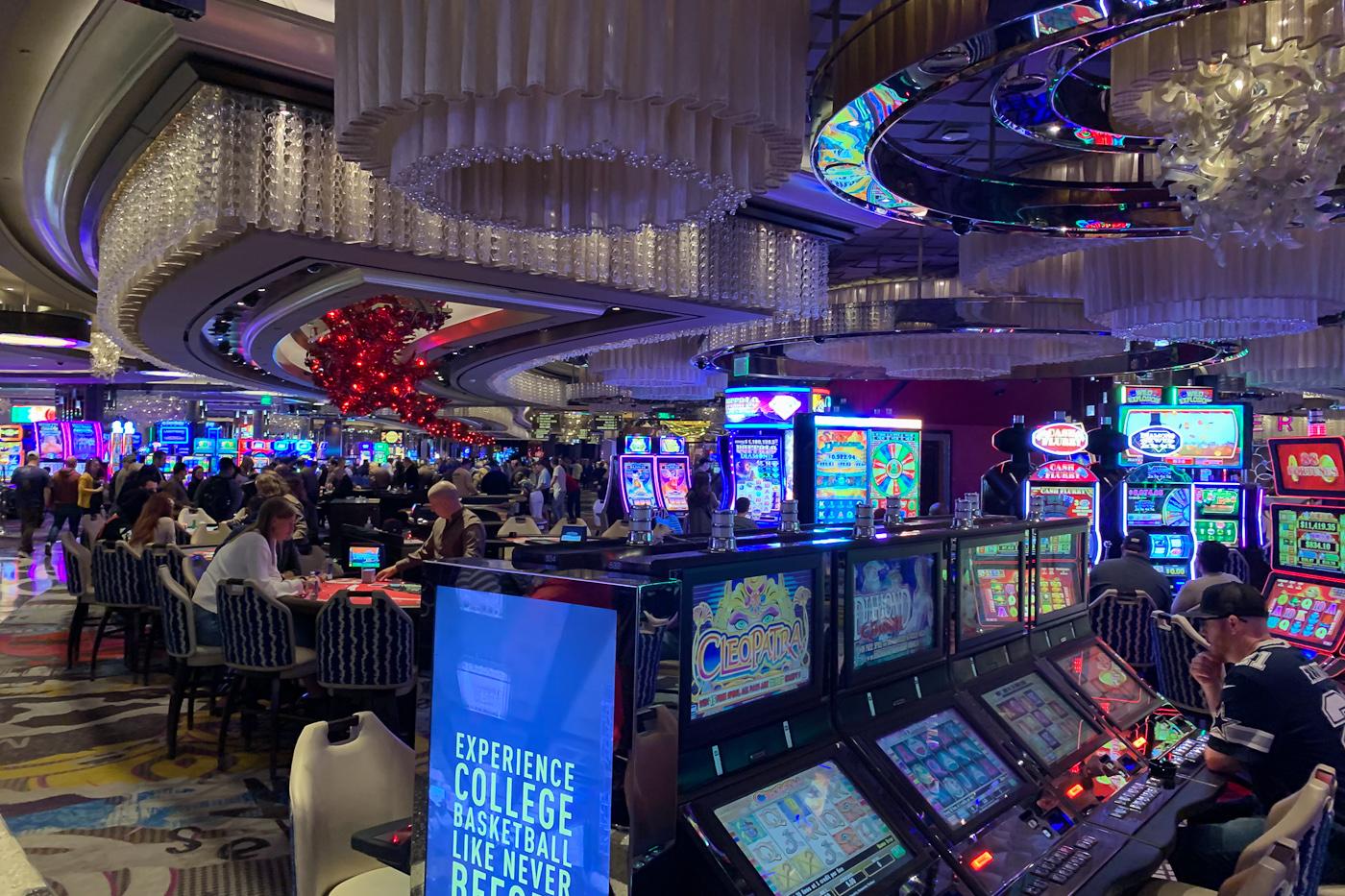 Есть в адлере казино игровые автоматы на раздевание онлай