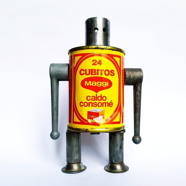 Recycled robot Cubitos