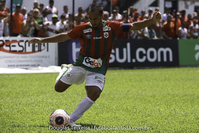 Rafael Ferro, lateral direito da Portuguesa Santista
