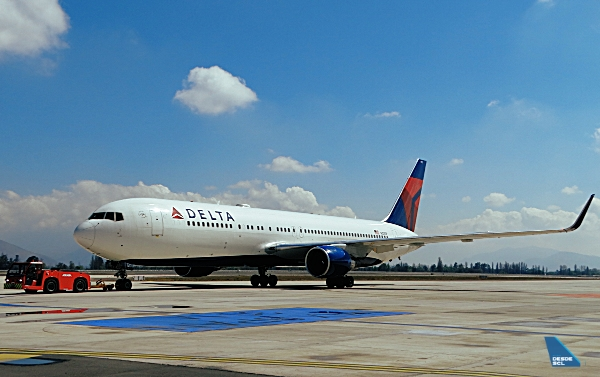 Delta B767-300ER push-in SCL (RD)