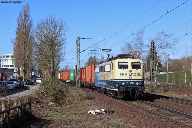 151 075 mit Containerzug in Hamburg-Heimfeld, aufgenommen am 11.03.2020
