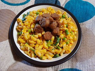 Daiya Cheddar Mac and Cheese with Field Roast Maple Breakfast Links