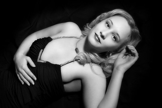 Lisa - Old Hollywood
