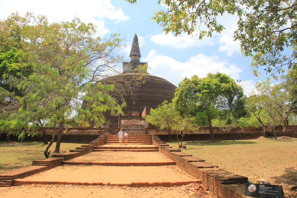 Ran Kot Vehera, the largest stupa in Polonnaruwa