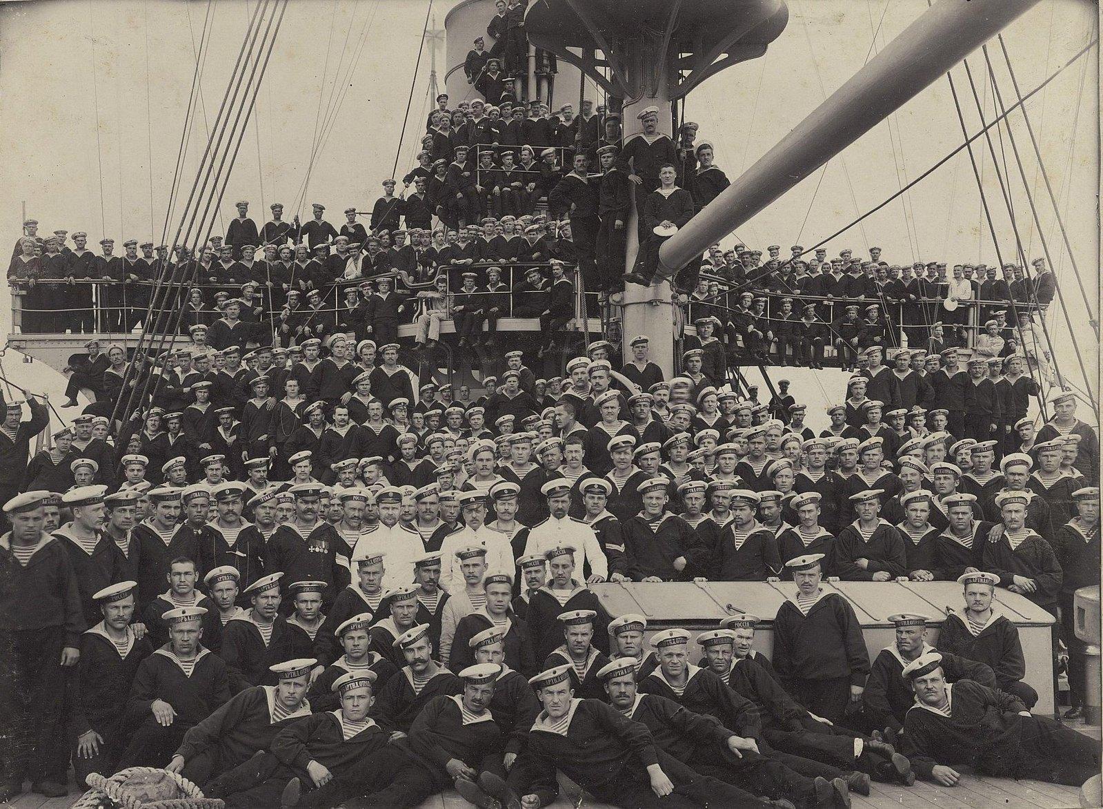 02. Групповая фотография экипажей крейсеров. 1905