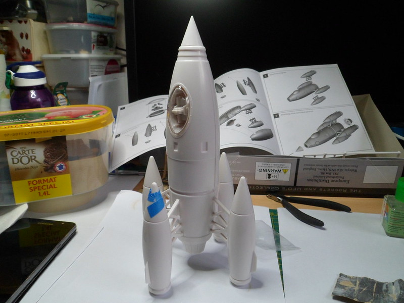 *Montage pas-à-pas* Apollo 27 rocket [Pegasus 1/72] terminé en pg 4 et diorama à suivre 49667420066_31b4db9289_c
