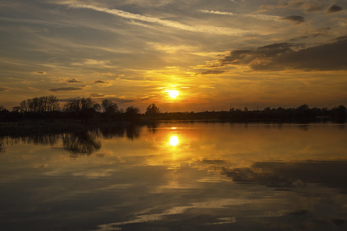 canon6d landscape waterscape sunset sun lake water reflections nature outdoors outside sky clouds golden calm tranquil uk cambridgeshire hinchingbrooke