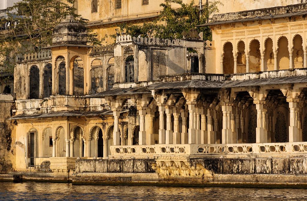 A Fading Palace