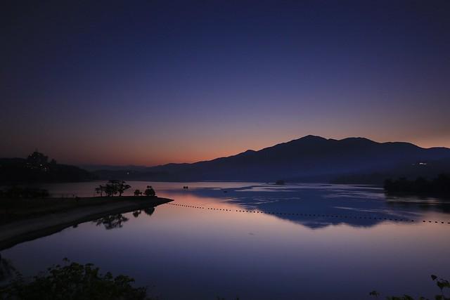 日月潭曙光(Day break @ Sun moon lake)。