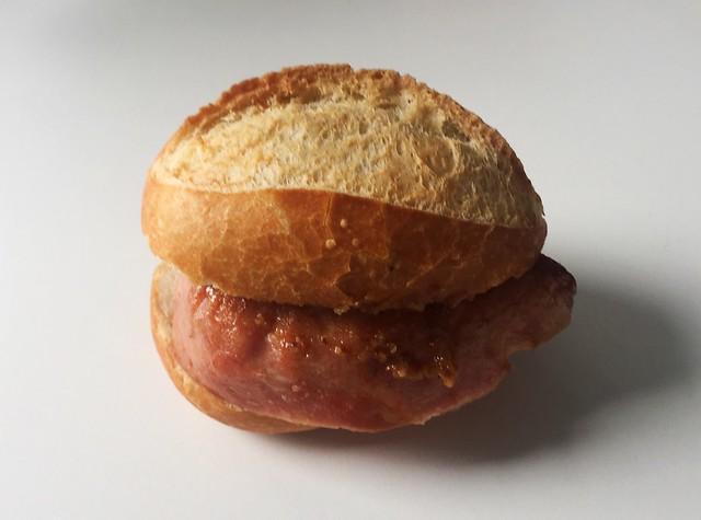 Bavarian meatloaf bun with sweet mustard / Leberkässemmel mit süßem Senf