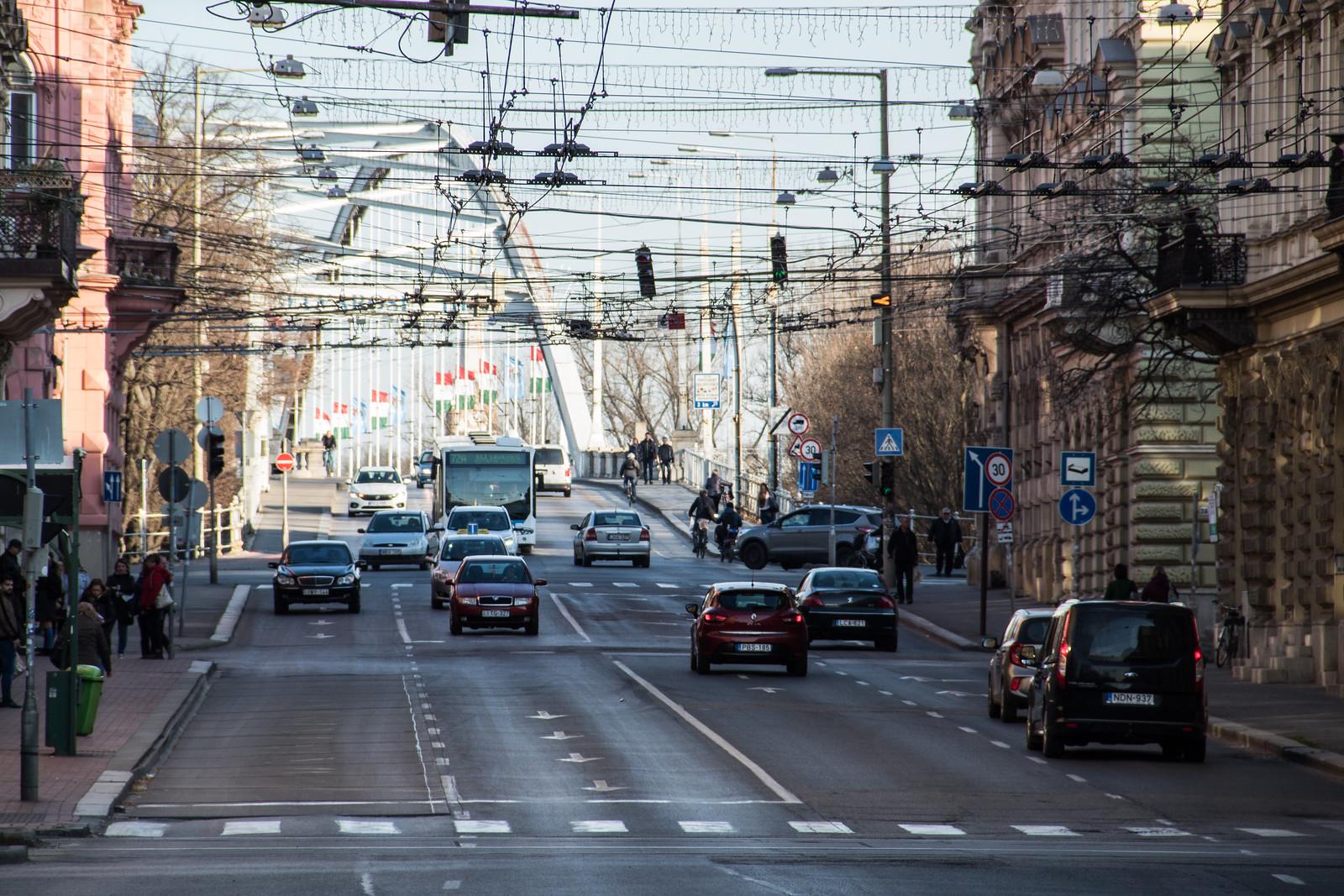 Fel annyi autó jár Szegeden a koronavírus miatt
