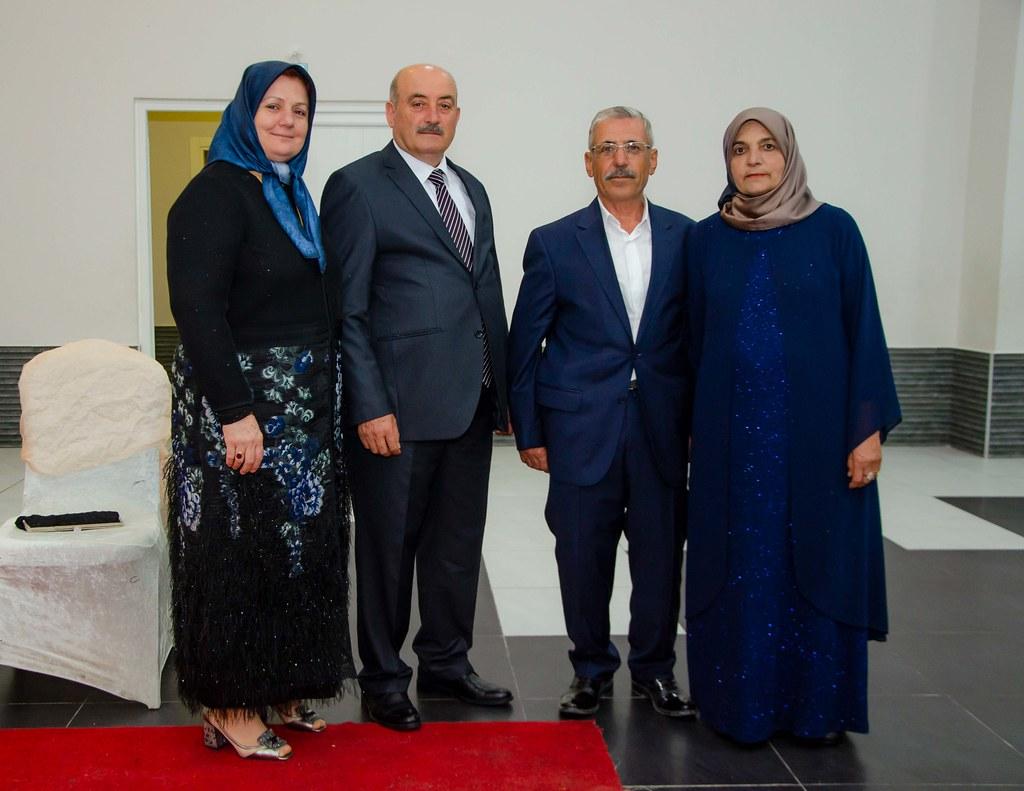Gelinin annesi Ümmühani Çapak, babası Mehmet Çapak, damadın babası Fahrettin Çelik, annesi Pakize  Çelik