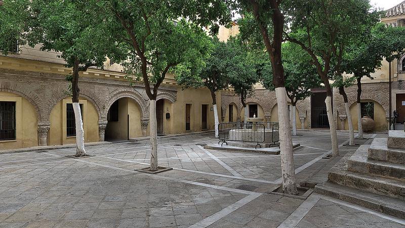 Patio_de_los_Naranjos._Iglesia_del_Salvador,_Sevilla