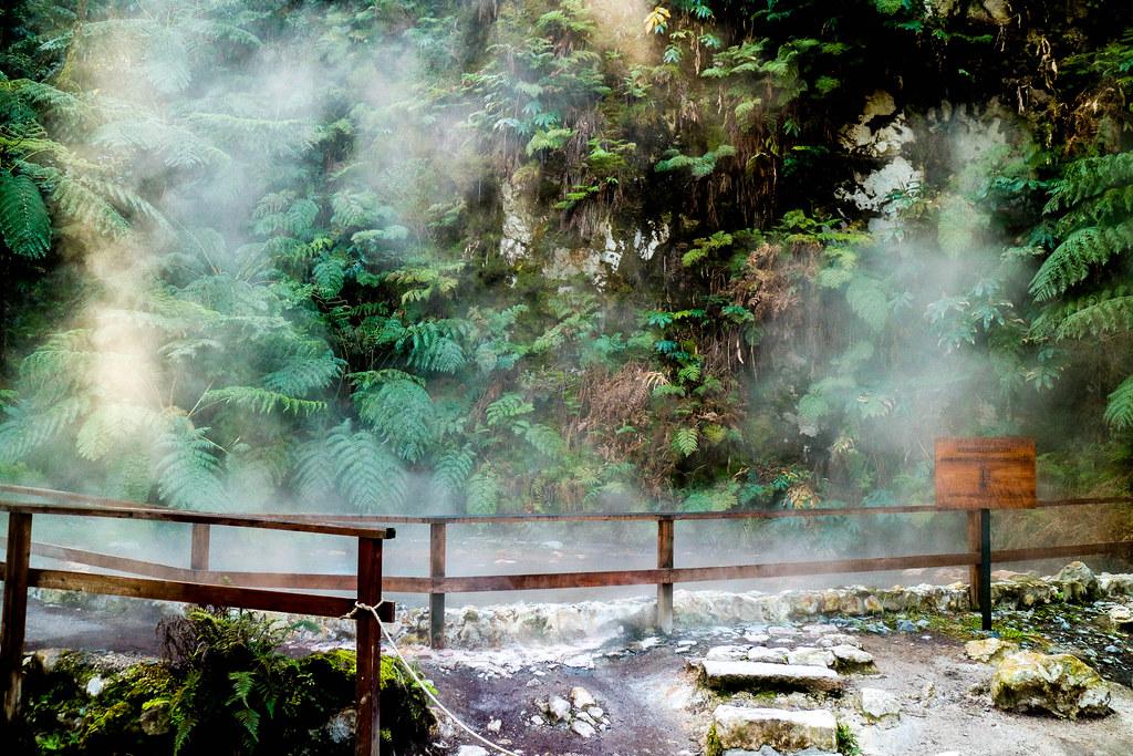 Zona de fumarolas en Caldeira Velha en Sao Miguel