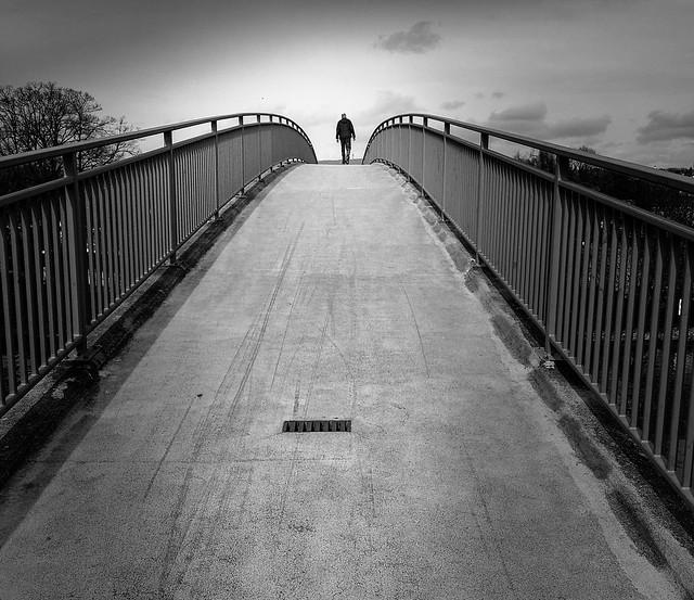 on the bridge, sur le pont, b&w