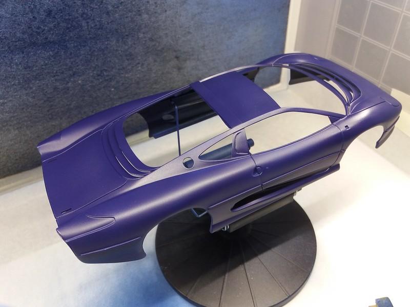 *Montage pas-à-pas* Jaguar XJ 220 [Revell 1/24] 49670349856_6e1526fd54_c